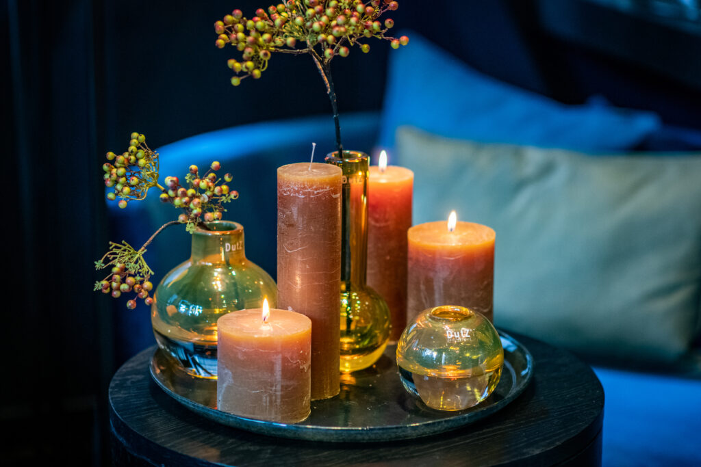 DutZ_candles_amber_glass_cugat_bottle_hoola_goldtopaz_plate_3